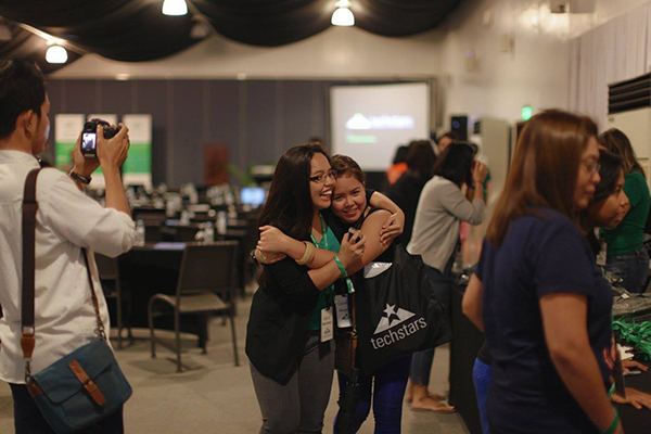 Ashley and Goldy hugging at Techstars APAC Summit 2017